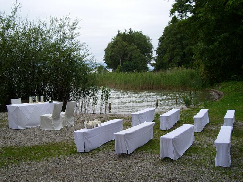 Vermietung von Stühlen & Tischen für Ihre Party - Raven Events